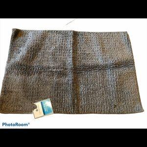 New Comfort bay gray bath rug 20x30